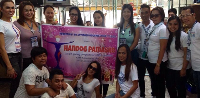 Members of TAO during their December 2013 outreach program at Antipolo City Jail PHOTO COURTESY OF SHANE MARIE MADRIGAL
